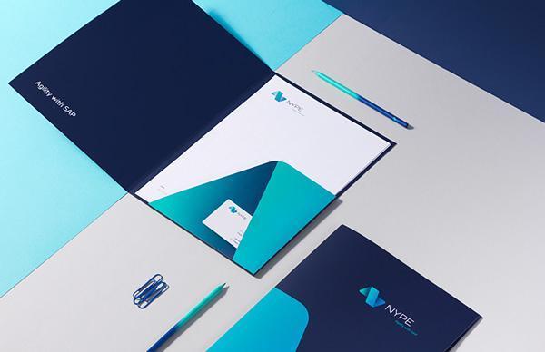 اللون الأزرق وتأثيره على التصميم